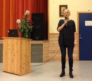 Prosjektleder og kreftkoordinator i Eide; Lillian Karlsen ledet første dagen av seminaret
