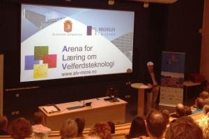 Direktør ved høgskolen i Ålesund Roar Tobro og Teamleder for Helse og velferd fra Ålesund kommune ønsket den nye ALV leiligheta for visnings- , utvikling og innovasjon velkommen!»